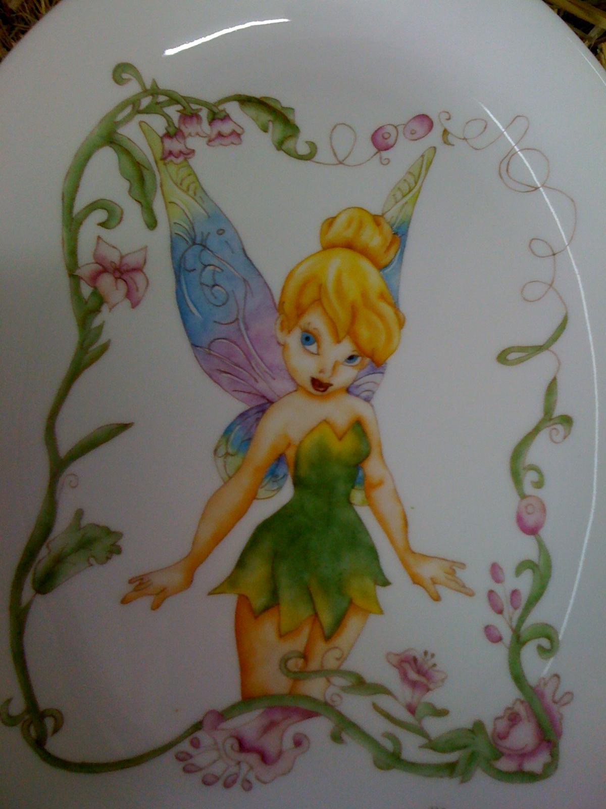Alejandra Ramos-pintura en porcelana